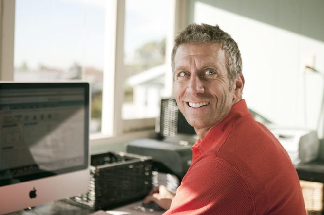 man at computer_2393